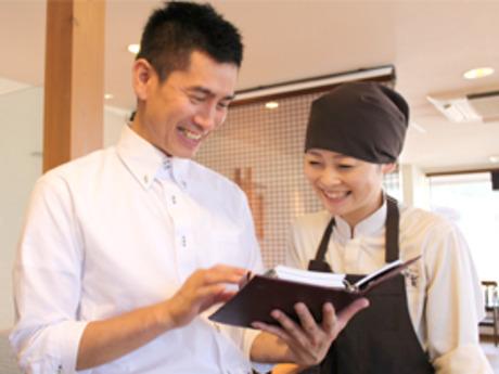 働く人達のための様々なサポート制度あり!ビュッフェレストランのキッチンスタッフ募集です。
